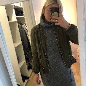 Fin jakke fra ZARA💚  Aldrig brugt