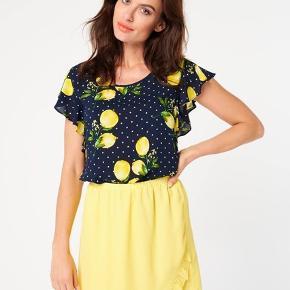 Smashed Lemon top med citroner - bluse - str 38. Har også matchende nederdel str 40
