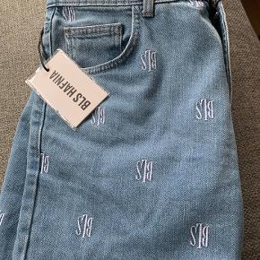 Super lækre jeans fra BLS, aldrig brugt og stadig med prismærke.  Str 29, fitter lidt større Nypris 900 kr. BYD