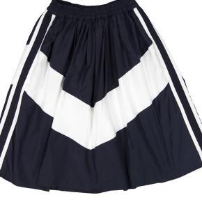 Nypris 749 Blå & hvid nederdel fra LR. Aldrig brugt og har stadig tag på.