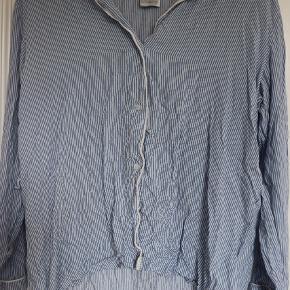 Sælger dette nattøj sæt fra h og m I en Str. S 💙 Det er godt brugt, men viser ingen store eller tydelige tegn på slid. Den trænger vist bare til at blive strøget😉 Skriv pb for flere billeder
