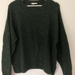 Fin grøn sweater.   Byd gerne☺️