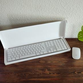 Apple Wireless Magic Mouse samt Apple DK keyboard. Komplet sæt. Perfekt til brug sammen med fx MacBook eller iMac. Virker dog også sammen med computere med fx Windows, Chrome og Linux. Begge dele er som nye, og æske samt manual medfølger til keyboard.  Pris 600kr