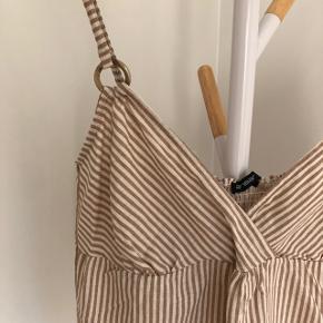 Fineste top i beige og cremefarvet striber   Passer en s/m   Aldrig brugt