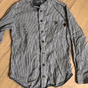 Lækker skjorte fra pompdelux str 134/140