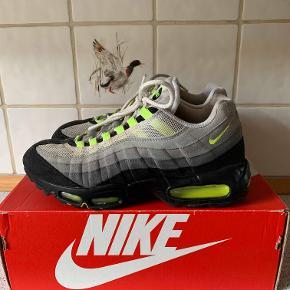 Nike Air Max 95 OG Neon (udgaven fra 2009, en af de bedste hvad angår materialeholdbarhed) 43 8/10 499