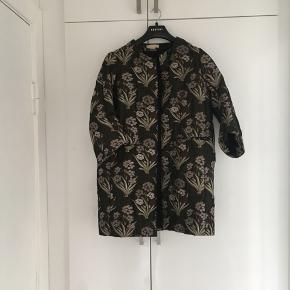 Smuk jakke fra H&M , nypris var 800 kr