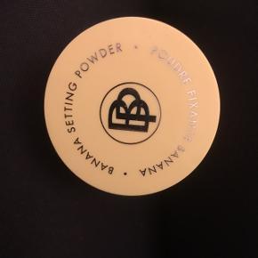 Ny og ubrugt Banana Setting Powder, fra mærket Poudre Fixante Banana 50kr, eller byd. Aarhus