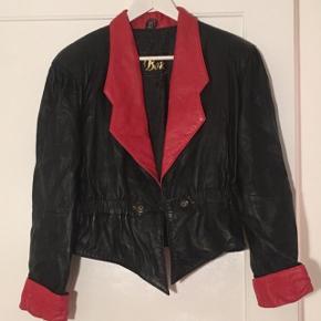 Vintage læderjakke i det blødeste skind. Jakken er i super stand! Kom med et bud :)