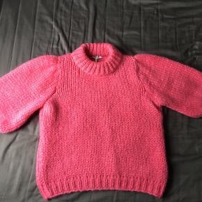 Den smukke Julliard mohair sweater fra Ganni. Har kun gået med den to gange i kort tid. Derfor er den stort set som ny😊 Ingen pletter, løse tråde eller noget. Super dejlig at have på! Kan passes af en xs-s. 850 er mp.