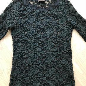 Varetype: Bluse Farve: Sort Oprindelig købspris: 800 kr.  Så lækker Rosemunde bluse, meget elastisk !