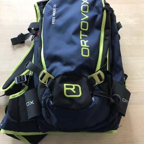 Jeg sælger min Ortovox Free ride 26L rygsæk da jeg ikke får den brugt mere. Der medfølger rygskjold. Tasken står næsten som ny. Køber betaler fragt