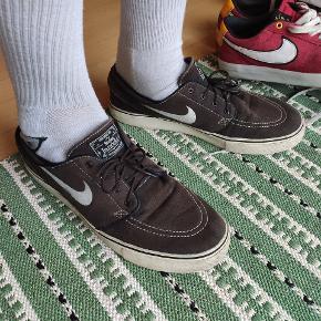 Fine sko, derfor skal du købe dem. Du betaler fragt.  Mindstepris: 99kr