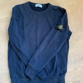 Sælger den pisse fede stone trøje, som næsten ikke er brugt står skide pænt   Stand 8,5/10  Str xl fitter L/M  Np 1800kr   Pris 849,95kr ellers byde