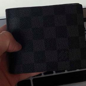 Louis Vuitton pung. God stand og ingen ridser.  Nypris: 3.250 kr. Mindstepris 1.500 kr. Der kan selvfølgelig forhandles