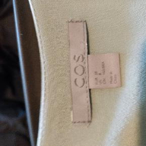 Fantastisk oversize skjorte kjole i 100% silke fra COS. Aldrig brugt.