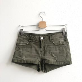 Shorts fra H&M i str. 34, aldrig brugt.