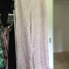 Super flotte silkebukser fra Lovechild. Købt i nue notes og aldrig brugt Np 1800