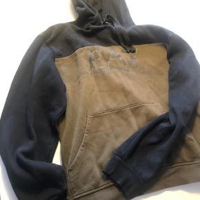 EA7 hættetrøje