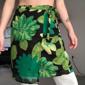 vintage wrap nederdel i mesh - har syet en ekstra knap i, så den fitter en str. xs/s også