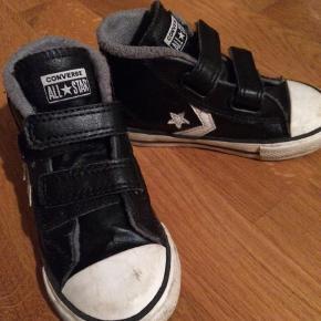 Varetype: Overgangsstøvle  Farve: Sort  Super lækker Converse støvle i læder. Kan med fordel bruges som overgangs sko, da den har lidt foer.