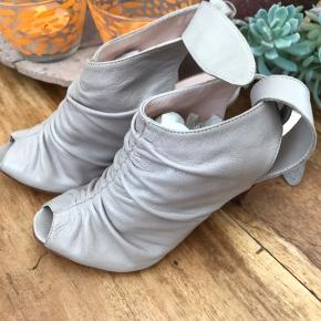 Italienske sandaler af mærket Melin - ægte skind og med lædersål