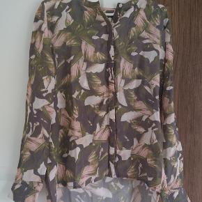 Flot kvalitetsskjorte Str 36 vil også kunne passe den