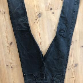 Brugt meget, men fede slidte jeans, ingen fejl, bare brugte str. 33
