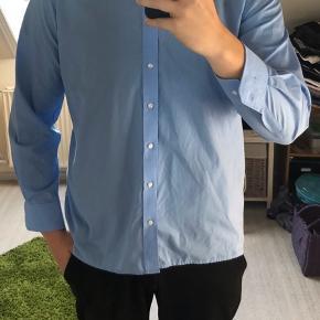 Eterna skjorte i modern fit. Brugt 2 gange og fejler absolut ingenting.