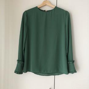 100% silke bluse fra Malene Hocke str. 38, men passes af xs-m