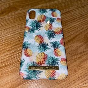 Cover fra Ideal of Sweden. Pineapple Bonanza. Er næsten som ny. Passer til en IPhone X/Xs. Eneste spor af brug er i det ene hjørne, som ses på billede 2. Sendes i original emballage