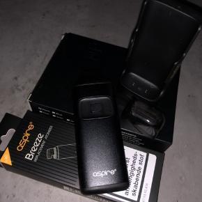 E-cigaret med tilbehør.  Aspire breeze en klassikere for kendere. Et såkaldt AIO All-in-one system med udskiftelige coils og indbygget tank på 2 ml. Den er bestemt blandt de bedste mindre AIO?s, der medfølger en pakke coils til samt dock/powerbank. Alt i original emballage medfølger og det er all over i rigtig god stand da det kun er brugt ganske lidt. Kontakt mig gerne for mere info. Bestemt et godt køb. #E-cigaret / #Rygestop