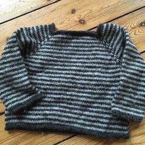 Hjemmestrikket uld sweater str 68/74 - fast pris -køb 4 annoncer og den billigste er gratis - kan afhentes på Mimersgade 111. 2200 Kbh n - sender gerne hvis du betaler Porto - mødes ikke ude i byen - bytter ikke
