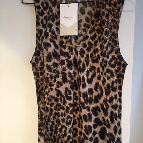 Smuk kjole - aldrig brugt