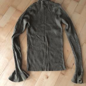 Bluse fra Stine Goya. Brugt få gange, fremstår i fin stand. Der er glimmer i. 600kr ex porto