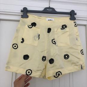Fine gule shorts fra Soulland