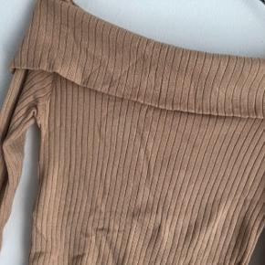 Sød off shoulder bluse, er som ny :)