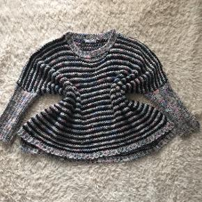 Lækker oversize strik med glimmer tråde. Den kradser ikke!:-) passer fra s til xl