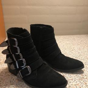 Flotte pavement støvler sælges - i fin stand. 400 kr.
