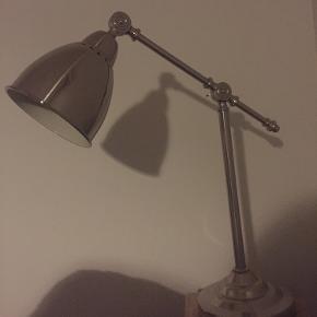 Rigtig fin lampe. Ingen fejl/mangler. Kan afhentes på Vesterbro. Klassisk.