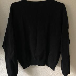 Sej Won Hundred sweater med lynlås i siden. Godt brugt men stadig i god stand 🌺