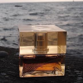 Varetype: Parfume Størrelse: 50ml Farve: - Oprindelig købspris: 580 kr.  Helt ny parfume, der stadig er i æske.        Gold Elexir Eau De Parfum Absolue        Bytter ikke og mp er 250 pp :)