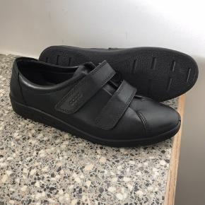 Helt nye og ubrugte Ecco sko. Ned velcrolukning. Str 40