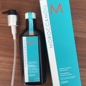 Aldrig brugt - plomberet   Moroccanolie hårolie light Verdens bedste hårolie BEMÆRK 200 ml!!  Nypris 500 kr!  Køber betaler fragten