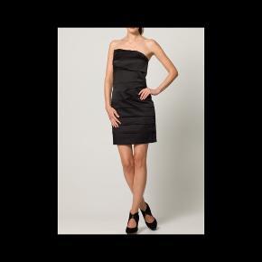 Størrelse: 38 Style: Zona dress Farve: brun (satin) Mærke: minimum Materiale: 75% polyester, 23 % bomuld, 2% elastan  Nypris: 700 kr