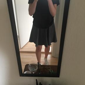 Fin grå nederdel fra SELECTED Female i tykt stof  Str. 34