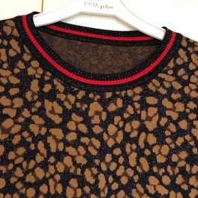 Super fin sweatshirt i str XL men er lig med M-L.  Brugt få gange og er som ny.  Nypris 800 kr.