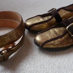Bæltet er aldrig brugt, og skoene har jeg kun haft på 3-4 gange, men der er desværre kommet en ridse på den ene sko (se billeder). Derfor sælges de billigt. 600.- er samlet pris for bælte og sko, og det er billigt synes jeg. Kan godt sælges hver for sig.  Utrolig lækre håndsyet Italienske sko og bælte Farve: Guld/brun Oprindelig købspris: 2200 kr.
