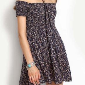 Helt ny kjole fra veraldo i størrelse medium. Lille i størrelsen, så passer bedre en xs og s