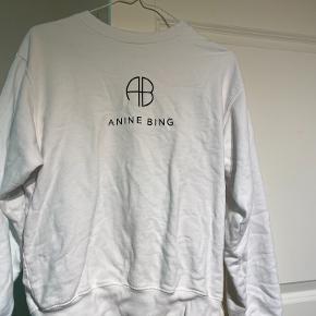 Jeg kan overveje at sælge denne Anine Bing sweatshirt.  Den er rigtig fin, og viser ingen tegn på slid, da den kun er brugt få gange.  Fitter både til en str. S, M eller L, afhængigt af ønsket pasform.   Sælges billigt, og kan enten sendes eller hentes i Odense omegn